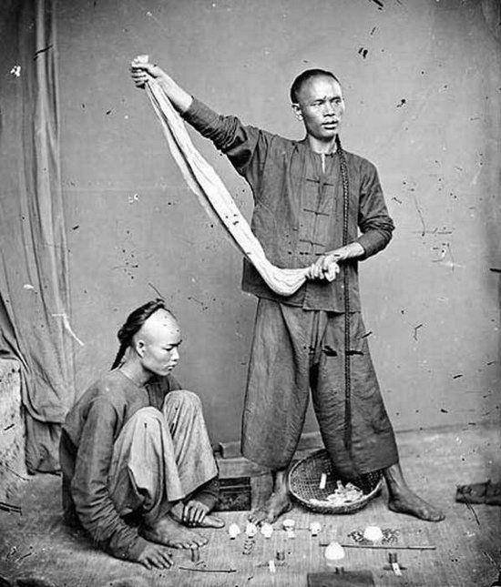 Loạt ảnh triều nhà Thanh nửa cuối thế kỷ 19: Khoảng cách giữa giới thượng lưu, trung lưu và bình dân khiến người xem phải ngỡ ngàng - ảnh 13