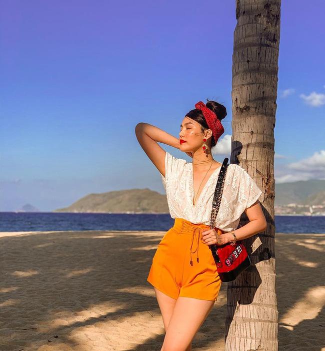 Ngắm style du lịch đẹp mê tơi của mỹ nhân Vbiz, bạn sẽ tìm thấy bao công thức diện lên đã xinh, chụp ảnh sống ảo lại càng xuất sắc - ảnh 8