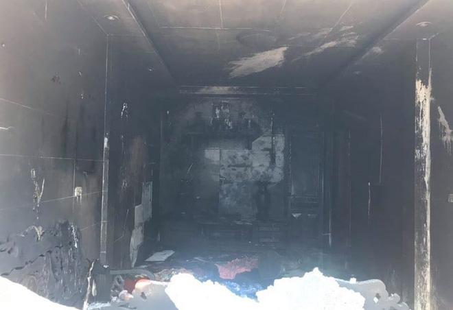 Mang can xăng đến đốt cháy rụi phòng khách nhà mẹ vợ cũ - Ảnh 5.