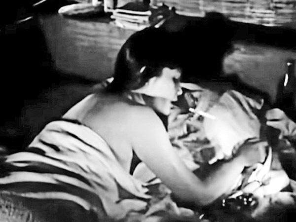 7 cảnh nóng từng gây chấn động làng phim Việt: Số Đỏ tưởng bị cấm chiếu nhưng vẫn lội ngược dòng với vô vàn cảnh gợi cảm - ảnh 2