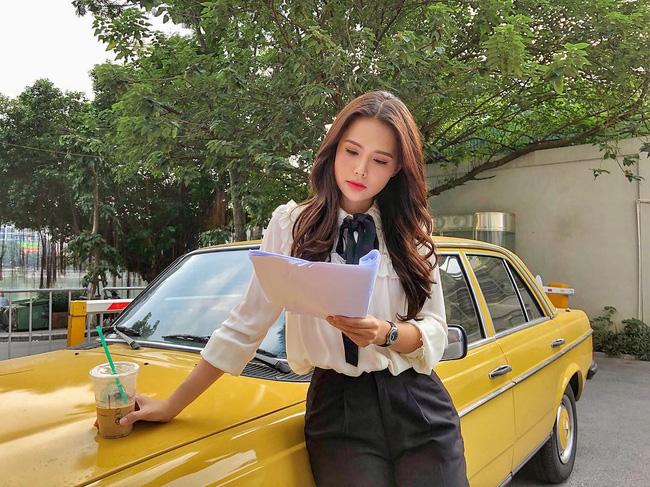 Phanh Lee có 10 cách diện áo blouse cực khéo, chị em học theo thì đi làm hay đi chơi cũng được khen mặc đẹp - Ảnh 9.