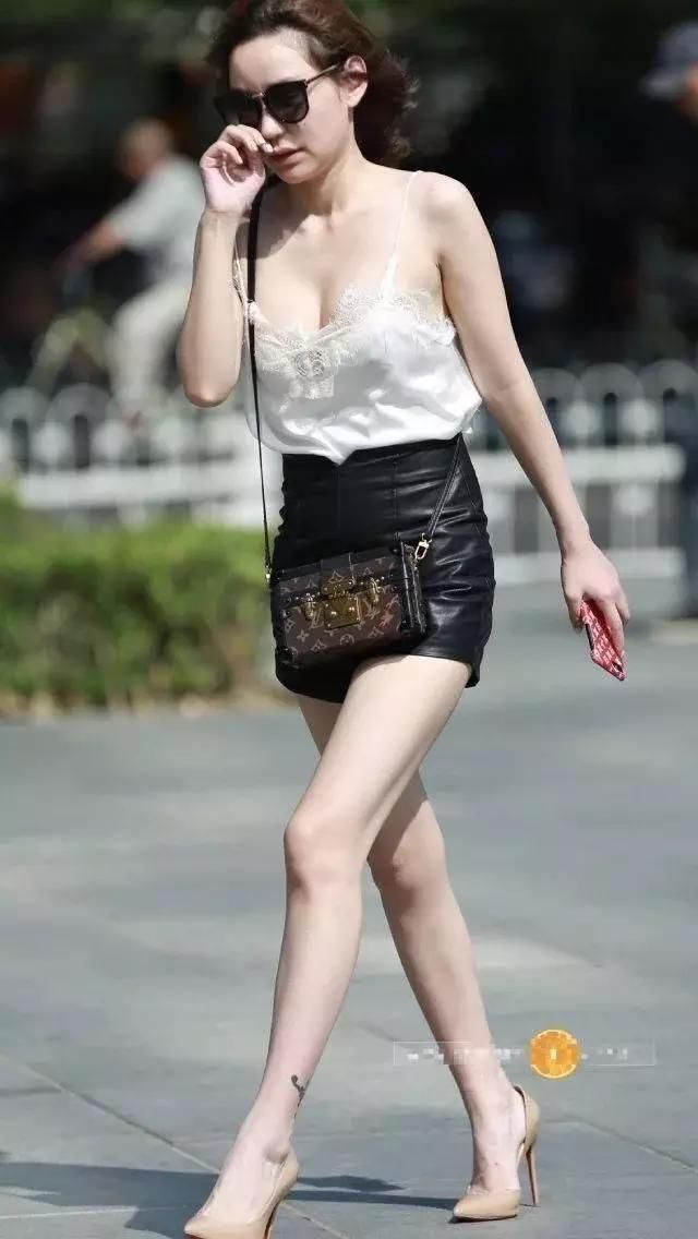 Nắng nóng ngại mặc nội y, bao chị em vô tư thả rông để vòng 1 đi chơi xa khiến ai nhìn cũng phải ngượng thay - Ảnh 10.
