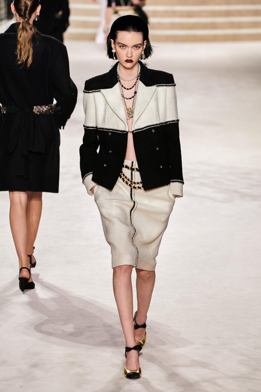 Hà Tăng táo bạo thả rông lên bìa tạp chí, chất chẳng kém người mẫu Chanel khi diện cùng 1 cây đồ - Ảnh 3.