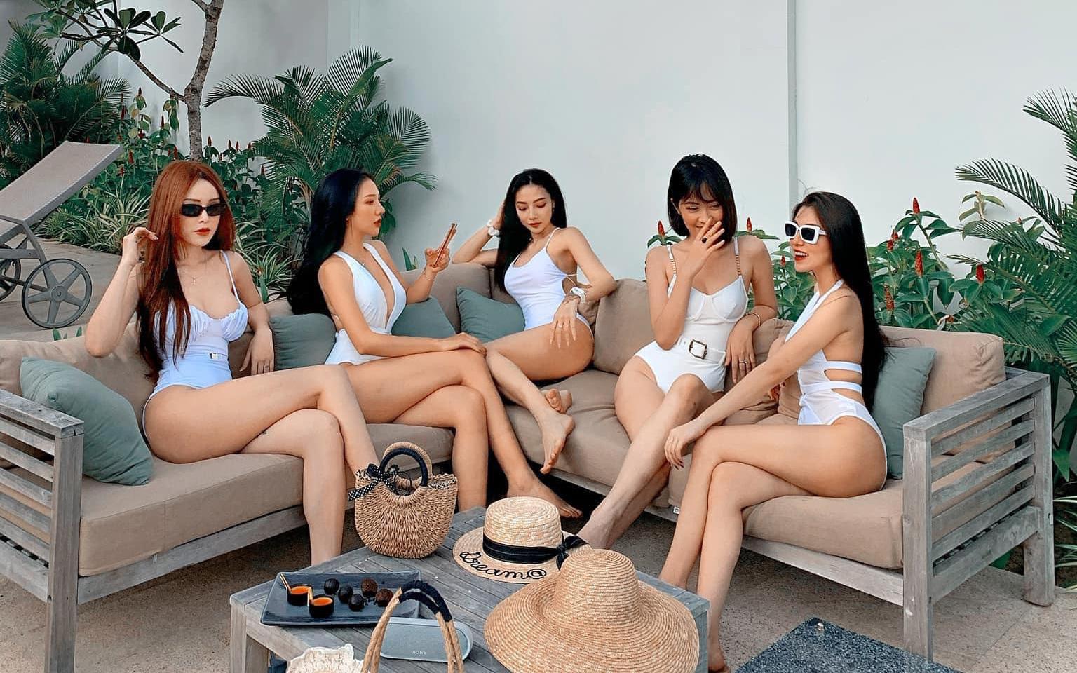 Hội gái đẹp chơi thân rủ nhau diện bikini khoe eo thon chân dài thẳng tắp: Biết nhìn vào ai đây?