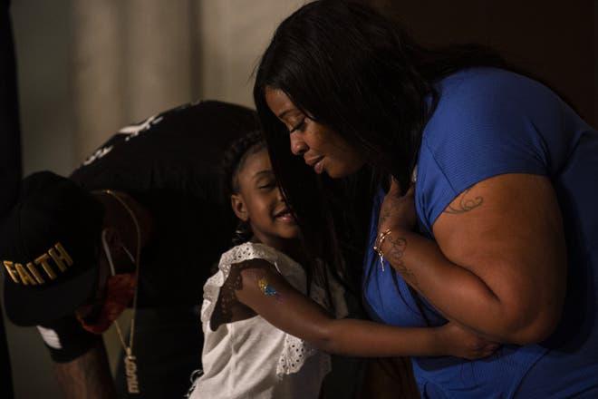 Anh ấy sẽ không bao giờ được thấy con lớn lên nữa: Vợ George Floyd nhòe lệ bên con gái 6 tuổi, chỉ mong đòi lại sự công bằng - ảnh 2