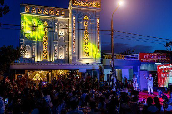 Nhiều quán karaoke xin được hoạt động trở lại sau 3 tháng đóng cửa, kiệt sức vì chi phí duy trì quá lớn - ảnh 3