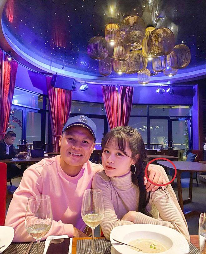 Học vấn dàn bạn gái cầu thủ Việt: Ai cũng biết vợ sắp cưới của Công Phượng siêu đỉnh nhưng 3 nàng nữa cũng chẳng kém! - ảnh 2