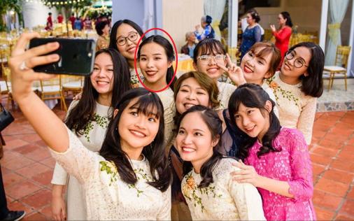 Lộ ảnh vợ sắp cưới của Công Phượng tại đám hỏi: Xinh đẹp rạng ngời, nổi bật giữa dàn gái xinh đỡ lễ