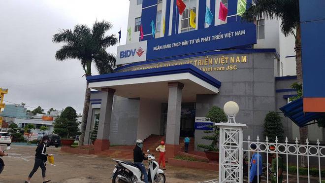 Vụ nữ nhân viên ngân hàng vỡ nợ 200 tỷ đồng ở Gia Lai: Từng gọi điện cho nhiều hàng xóm, đại lí để mượn tiền vì đáo hạn ngân hàng - ảnh 2