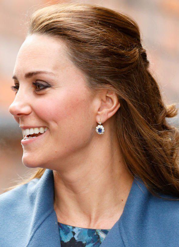 3 đôi khuyên tai được Công nương Kate diện mãi không chán: 1 đôi nằm trong tầm với, 2 đôi còn lại mang ý nghĩa vô giá - Ảnh 8.