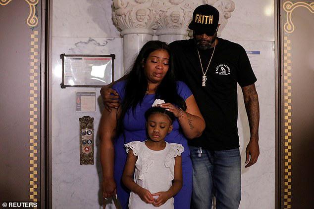 Con gái 6 tuổi của George Floyd không biết sự thật về cái chết của bố nhưng cô bé đã nói một câu khiến nhiều người phải suy ngẫm - ảnh 2