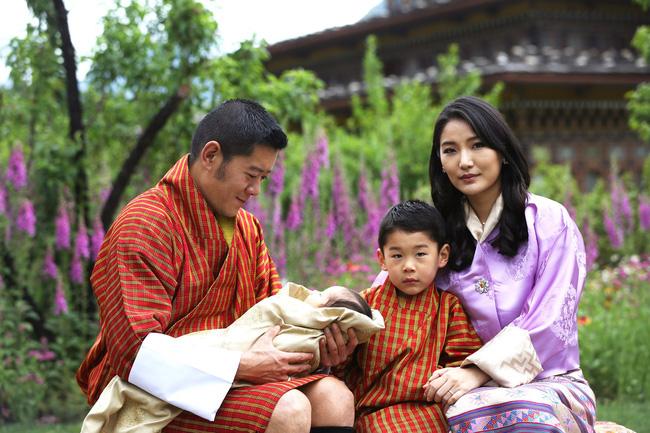Hoàng hậu vạn người mê Bhutan đón tuổi mới chỉ bằng một tấm hình nhưng cũng đủ khiến hàng triệu người xốn xang vì quá hoàn mỹ - ảnh 3