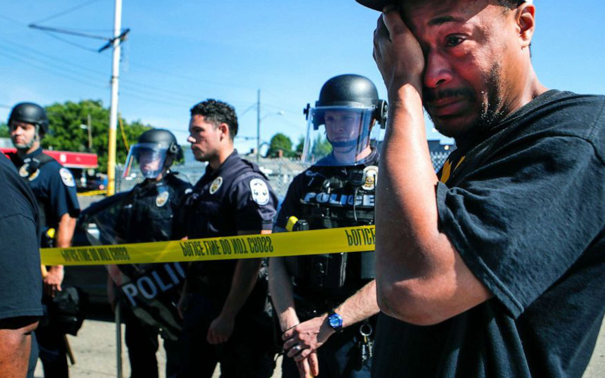Người Mỹ lại rơi nước mắt trước 1 cái chết gây tranh cãi: Chủ nhà hàng bị cảnh sát bắn hạ trong làn sóng biểu tình, chuyện gì đã xảy ra?