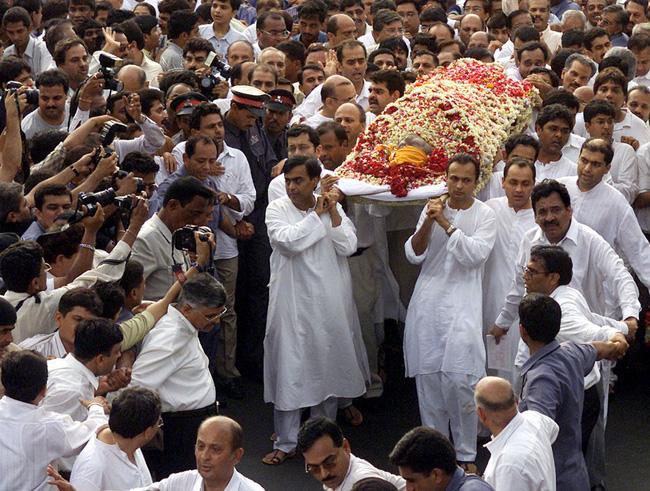 Cuộc chiến tranh giành gia tài của hai anh em tỷ phú Ấn Độ: Huynh đệ tương tàn sau khi cha qua đời, mỗi người một số phận trái ngược nhau - ảnh 3