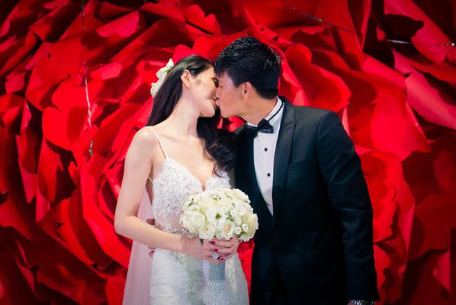 Mãn nhãn với loạt ảnh xinh trong hôn lễ dàn cầu thủ: Duy Mạnh cực đầu tư, Công Phượng giản dị nhưng đầy cảm xúc! - ảnh 7
