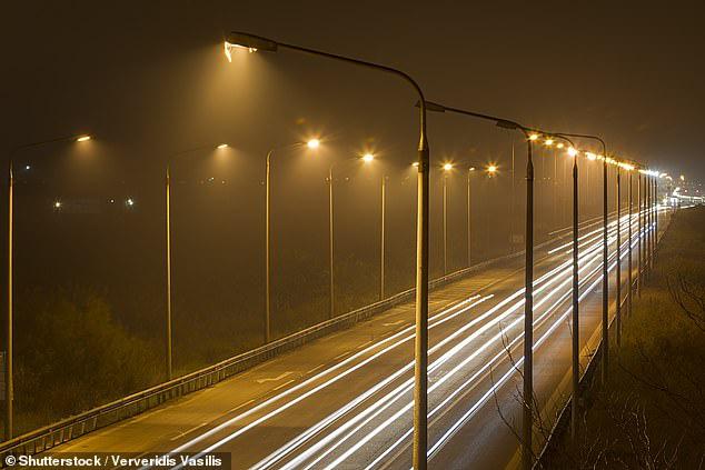 Viện Ung thư Quốc gia Hoa Kỳ đã đưa ra khuyến cáo: Hạn chế ra đường buổi tối vì ánh sáng này sẽ làm tăng nguy cơ mắc bệnh ung thư vú lên 10% - ảnh 2