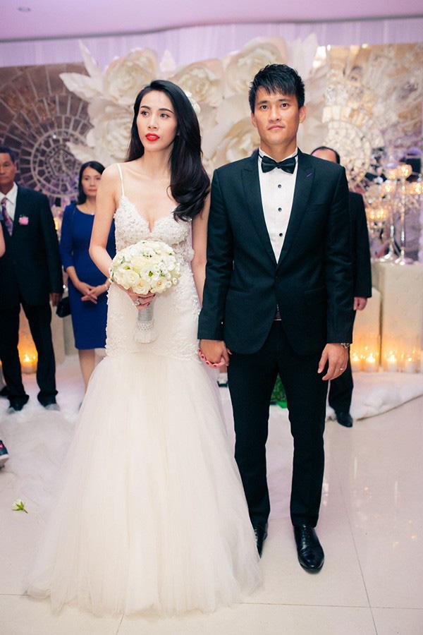 Mãn nhãn với loạt ảnh xinh trong hôn lễ dàn cầu thủ: Duy Mạnh cực đầu tư, Công Phượng giản dị nhưng đầy cảm xúc! - ảnh 1