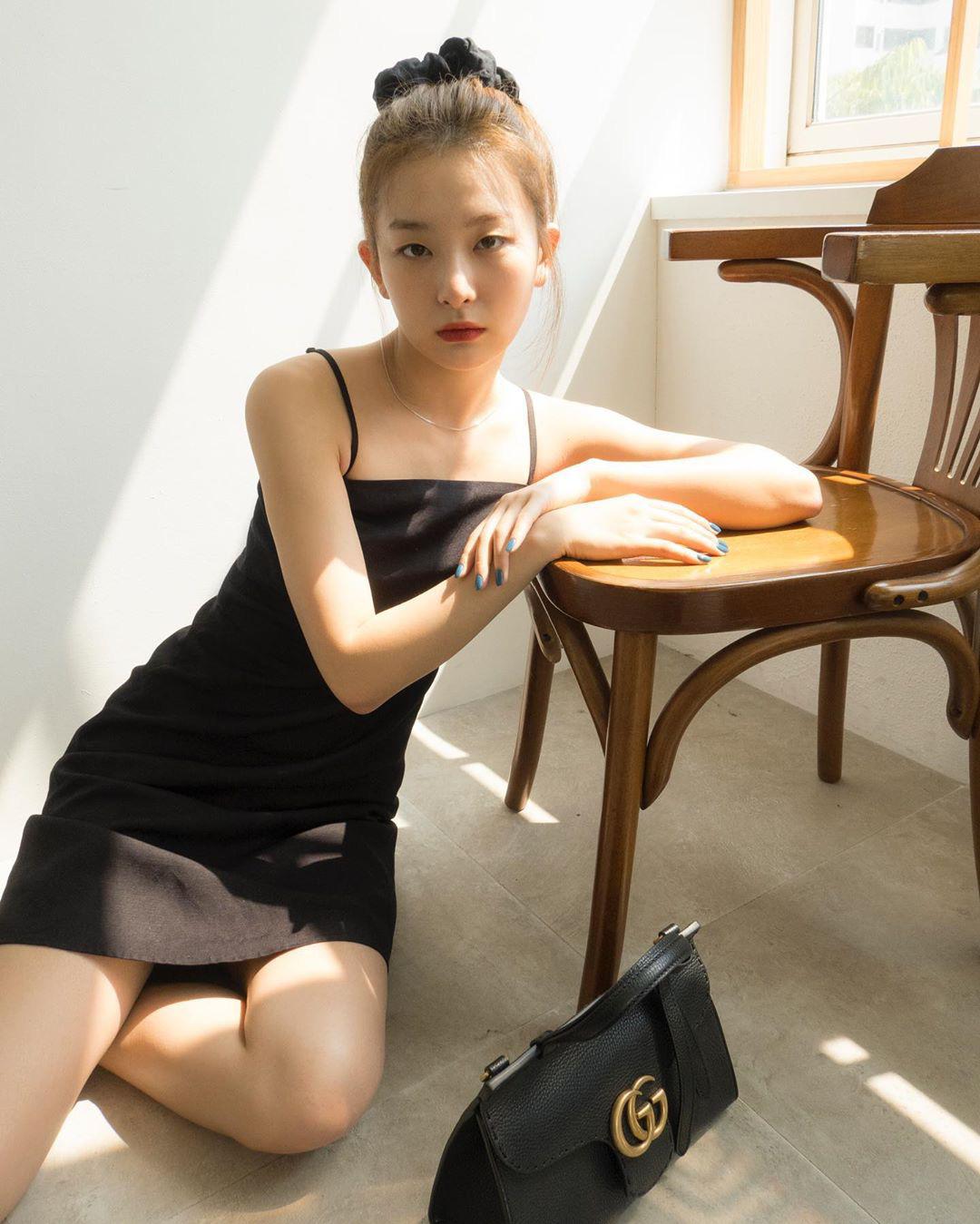 Hội idol từ Hàn đến Việt đều sexy hết nút nhờ váy hai dây, có kén dáng khó nhằn thì dân tình vẫn muốn đu theo - Ảnh 2.