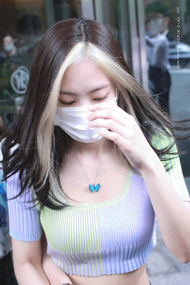 Màn đọ sắc gây sốt của BLACKPINK: Jennie - Rosé hở sương sương khoe body mướt mắt, 2 đôi chị chị em em dính như sam - ảnh 9