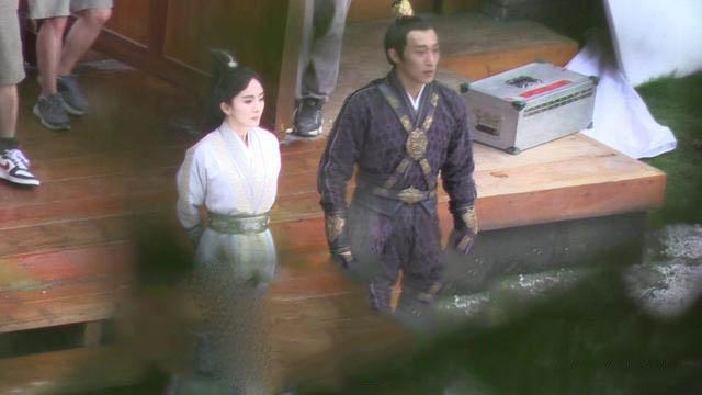 3 lần bị tố chảnh chọe ở phim trường của Dương Mịch: Hết bắt nạt bạn diễn đến thái độ lồi lõm với nhân viên - ảnh 3