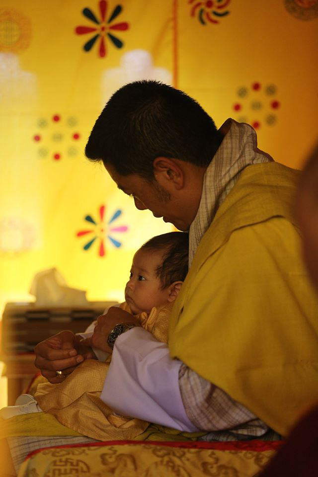 Vợ chồng Hoàng hậu vạn người mê Bhutan chính thức công bố tên con trai thứ 2 và loạt ảnh hiện tại của đứa trẻ khiến dân mạng xuýt xoa - ảnh 5