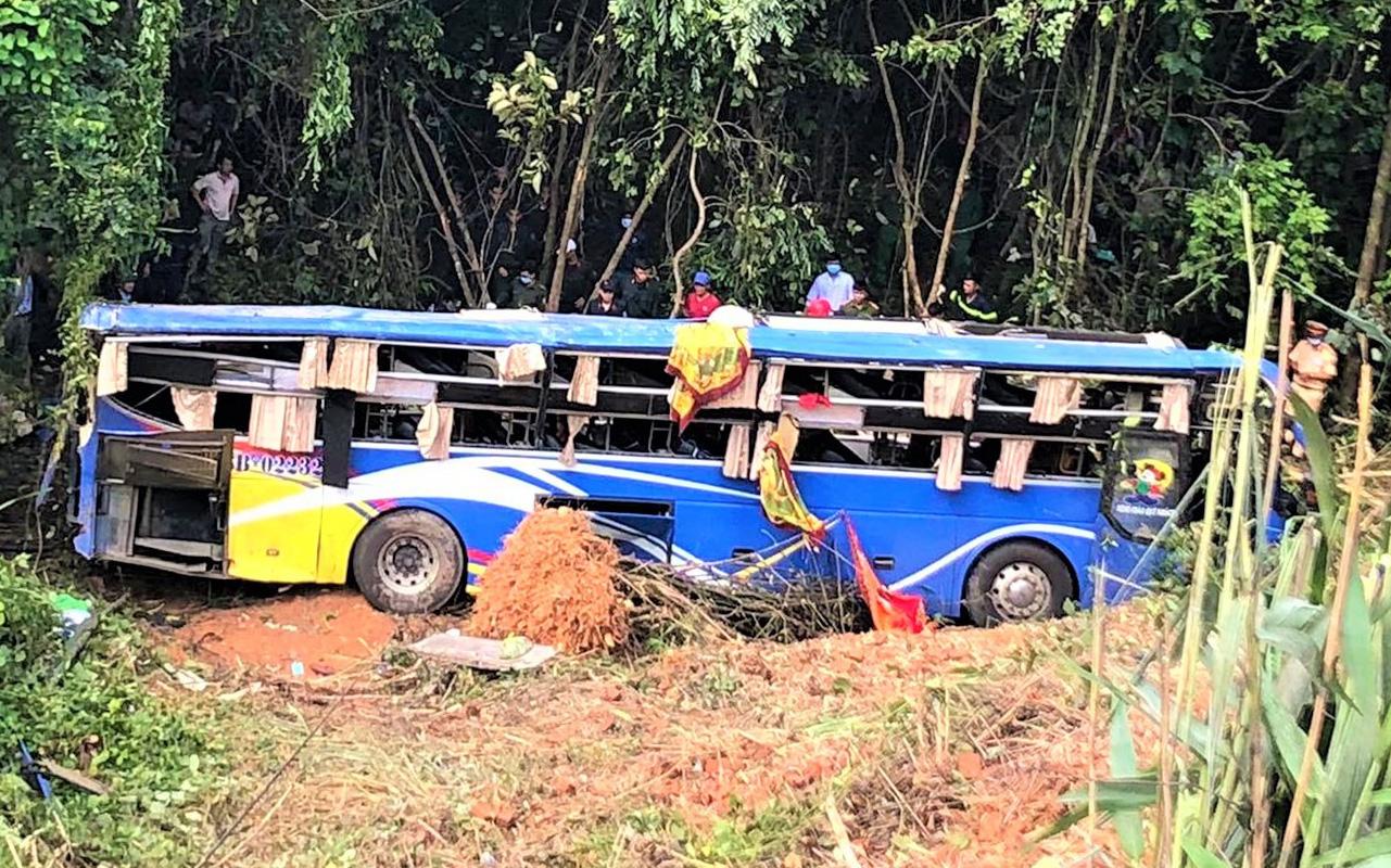 Danh tính các nạn nhân vụ xe khách lao xuống vực gây thương vong ở Kon Tum: Trong 5 người tử vong có 2 em nhỏ