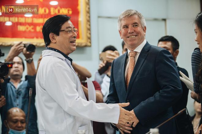 Tổng lãnh sự Anh: Xin cảm ơn từ tận đáy lòng, tôi vô cùng ấn tượng với nỗ lực hết mình của Việt Nam, quốc gia chưa có người tử vong vì Covid-19 - ảnh 8