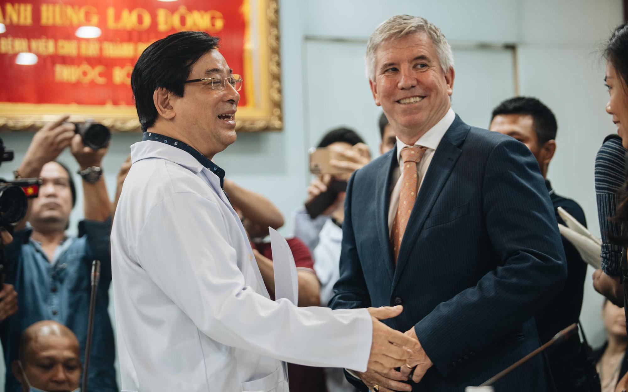 """Tổng lãnh sự Anh: """"Xin cảm ơn từ tận đáy lòng, tôi vô cùng ấn tượng với nỗ lực hết mình của Việt Nam, quốc gia chưa có người tử vong vì Covid-19"""""""