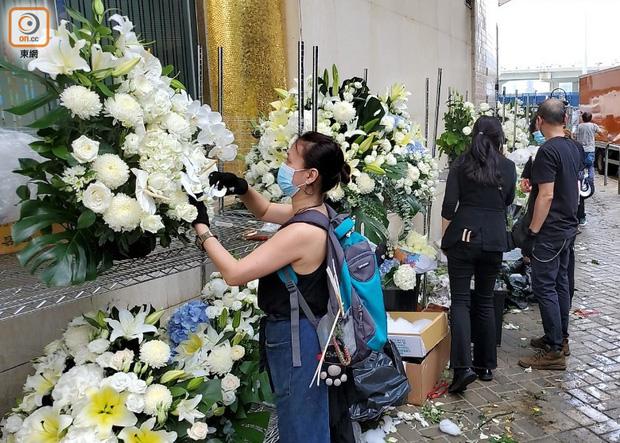 Hé lộ chi phí đám tang siêu xa xỉ trùm sòng bạc Macau: Tổng 210 tỷ, quan tài gỗ quý cả chục tỷ, hoa trang trí quá cầu kỳ - Ảnh 5.