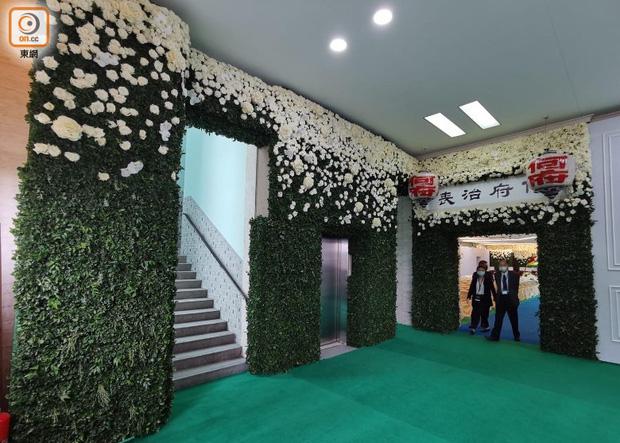 Hé lộ chi phí đám tang siêu xa xỉ trùm sòng bạc Macau: Tổng 210 tỷ, quan tài gỗ quý cả chục tỷ, hoa trang trí quá cầu kỳ - Ảnh 4.