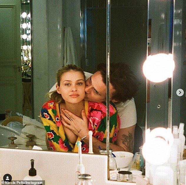 HOT: Brooklyn Beckham đã đính hôn với bạn gái thiên kim tiểu thư hơn 4 tuổi, vợ chồng Beckham nhiệt liệt chúc mừng - ảnh 4