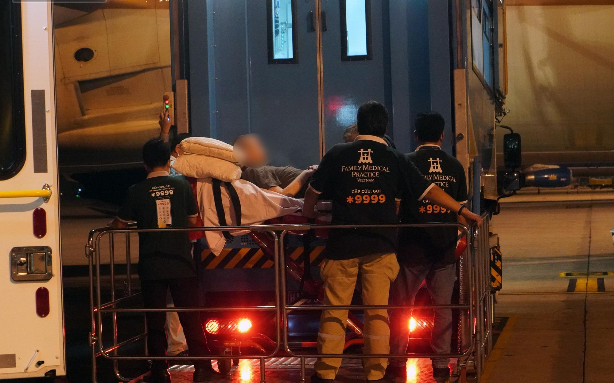 Cận cảnh quá trình di chuyển bệnh nhân 91 trên chuyến bay từ Tân Sơn Nhất đến Nội Bài