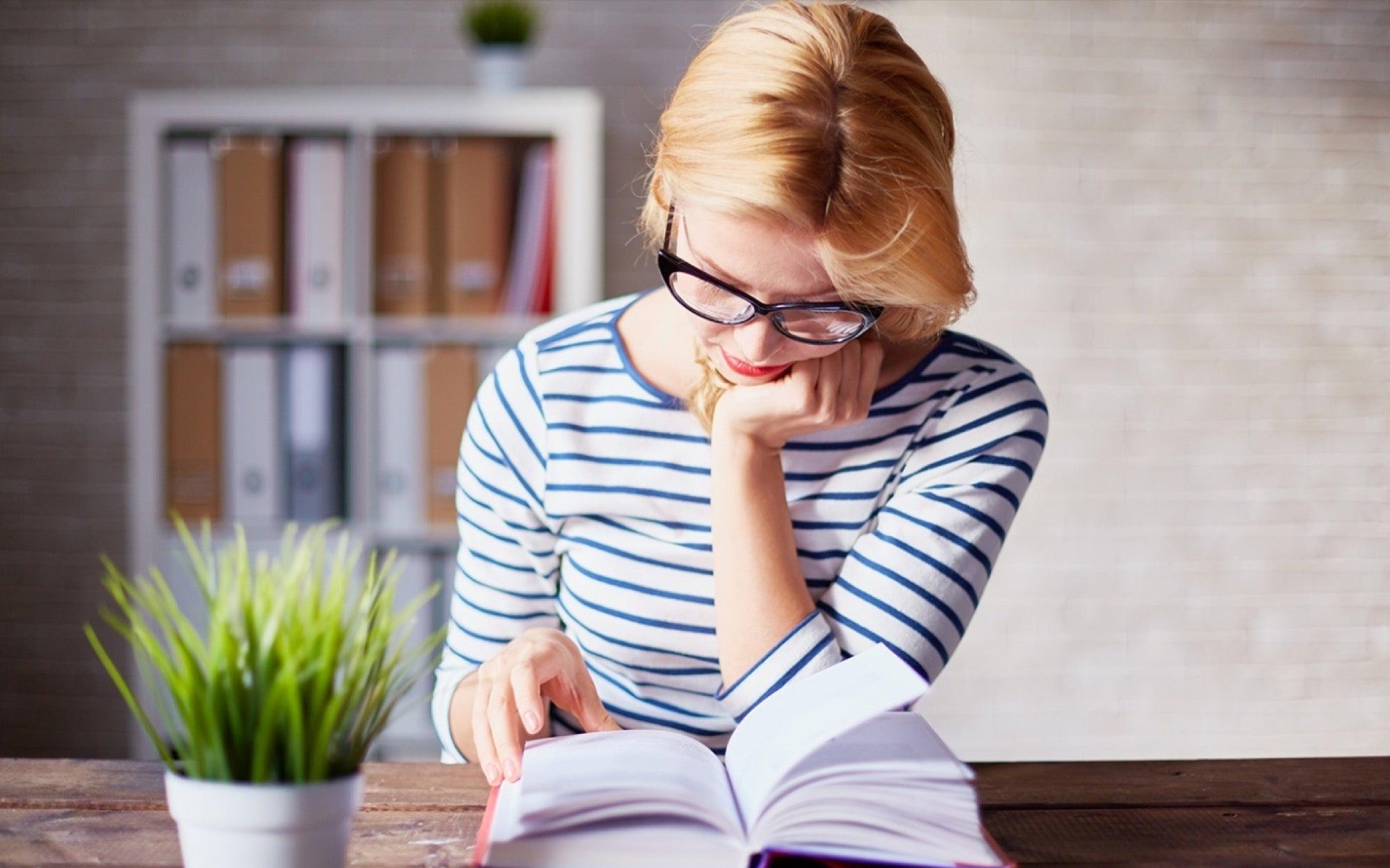 Đọc nhiều không bằng đọc 'chất lượng': Quan trọng là sau khi gấp sách bạn 'ngấm được gì', đừng lãng phí thời gian chỉ vì mọi người cho là nó đáng đọc