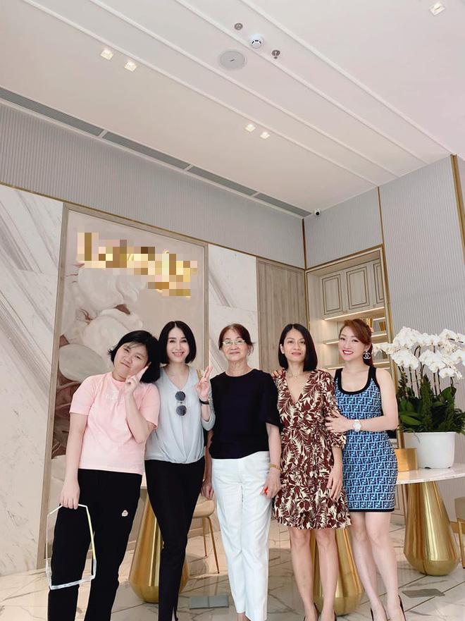 Bạn gái Chi Bảo ra mắt mẹ chồng tương lai, còn khoe ảnh chị chị em em thân thiết bên vợ cũ nam diễn viên - ảnh 3