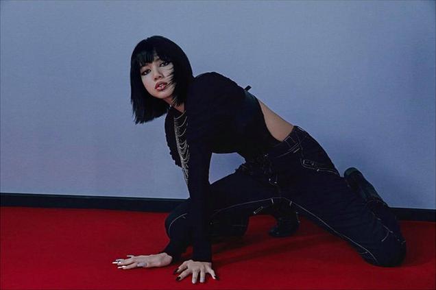 Ảnh hậu trường lăn lê bò toài của BLACKPINK gây sốt: Khoe body đỉnh cao dù pose khó, ngỡ ngàng nhất là Rosé - ảnh 3