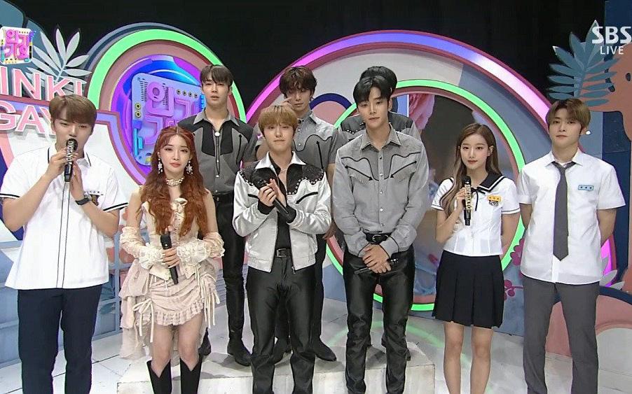 """Dân tình xôn xao vì nam idol """"chân dài tới nách"""": """"Dìm"""" sạch dàn mỹ nhân Kpop, đồng đội cao hơn mét 8 cũng không tha"""