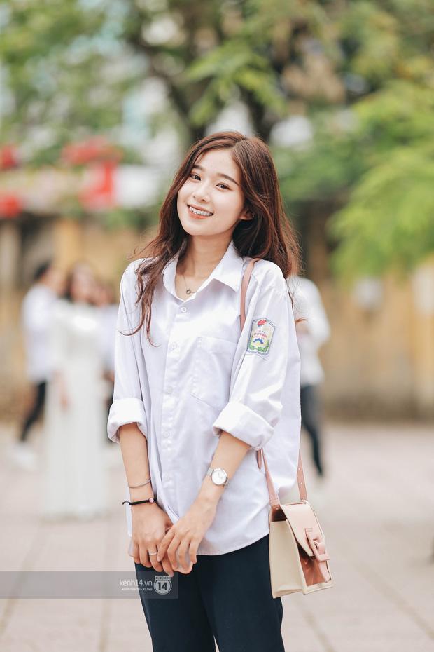 Đặc sản mùa bế giảng Hà Nội và TP. HCM: Cả trời gái sinh gây thương nhớ, mặc áo dài hay đồng phục đều mê chữ ê kéo dài - ảnh 1