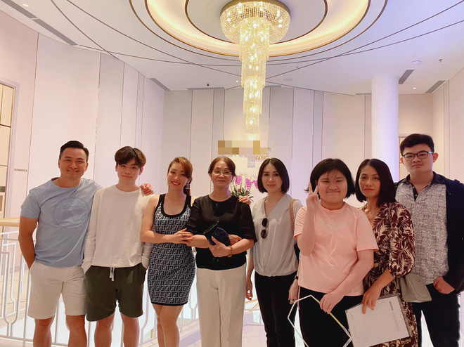 Bạn gái Chi Bảo ra mắt mẹ chồng tương lai, còn khoe ảnh chị chị em em thân thiết bên vợ cũ nam diễn viên - ảnh 1