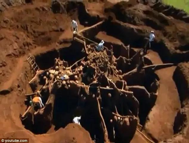 Đổ 10 tấn xi măng xuống tổ kiến dưới lòng đất, nhà khoa học không thể tin vào mắt mình khi khám phá ra thành phố khổng lồ - ảnh 1