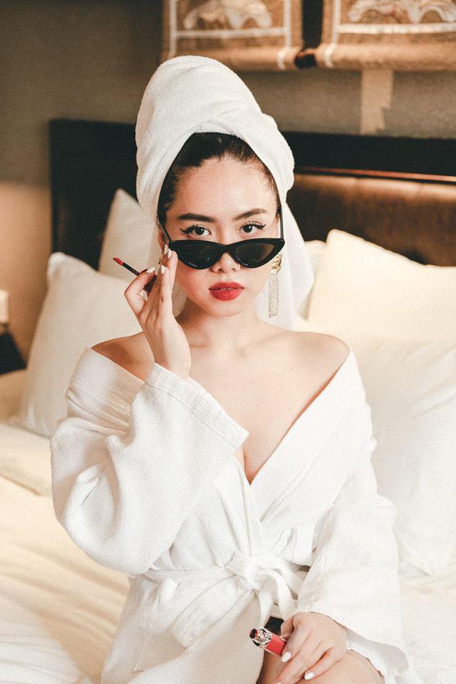 Profile khủng của nữ chính tập 11 Người ấy là ai: Từng sống ở Nga, du học tại Úc, hot beauty blogger đạt nút bạc Youtube - Ảnh 11.