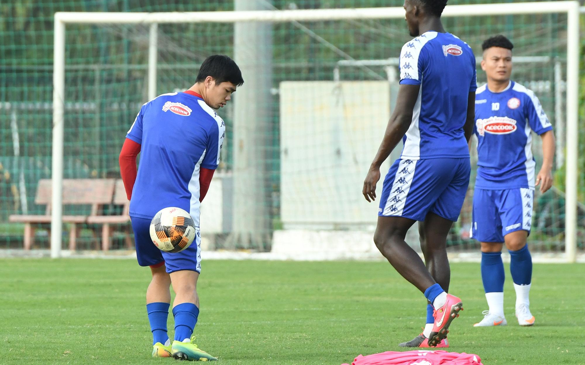 """Công Phượng thể hiện kỹ năng lên bóng """"đỉnh"""" như Ronaldinho"""