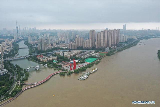 Lũ Lụt ở Trung Quốc Nước Song Dương Tử Tiếp Tục Dang Cao Thach Thức Cho đập Tam Hiệp