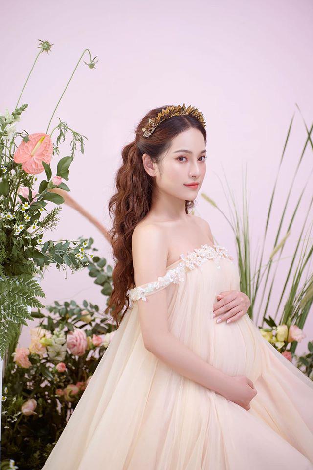 Bà xã Dương Khắc Linh tung trọn bộ ảnh bầu thai đôi đỉnh cao: Nhan sắc thế này bảo sao ông xã nghiện khoe! - ảnh 3