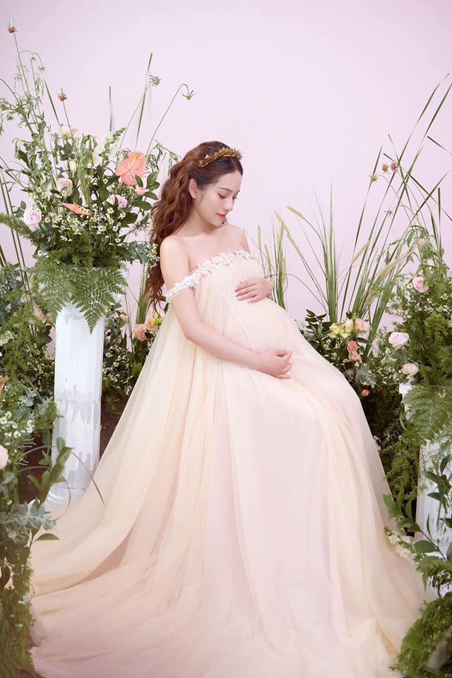 Bà xã Dương Khắc Linh tung trọn bộ ảnh bầu thai đôi đỉnh cao: Nhan sắc thế này bảo sao ông xã nghiện khoe! - ảnh 4