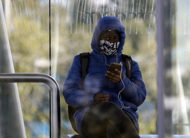Nam Phi phạt tù người không đeo khẩu trang nơi công cộng - ảnh 1