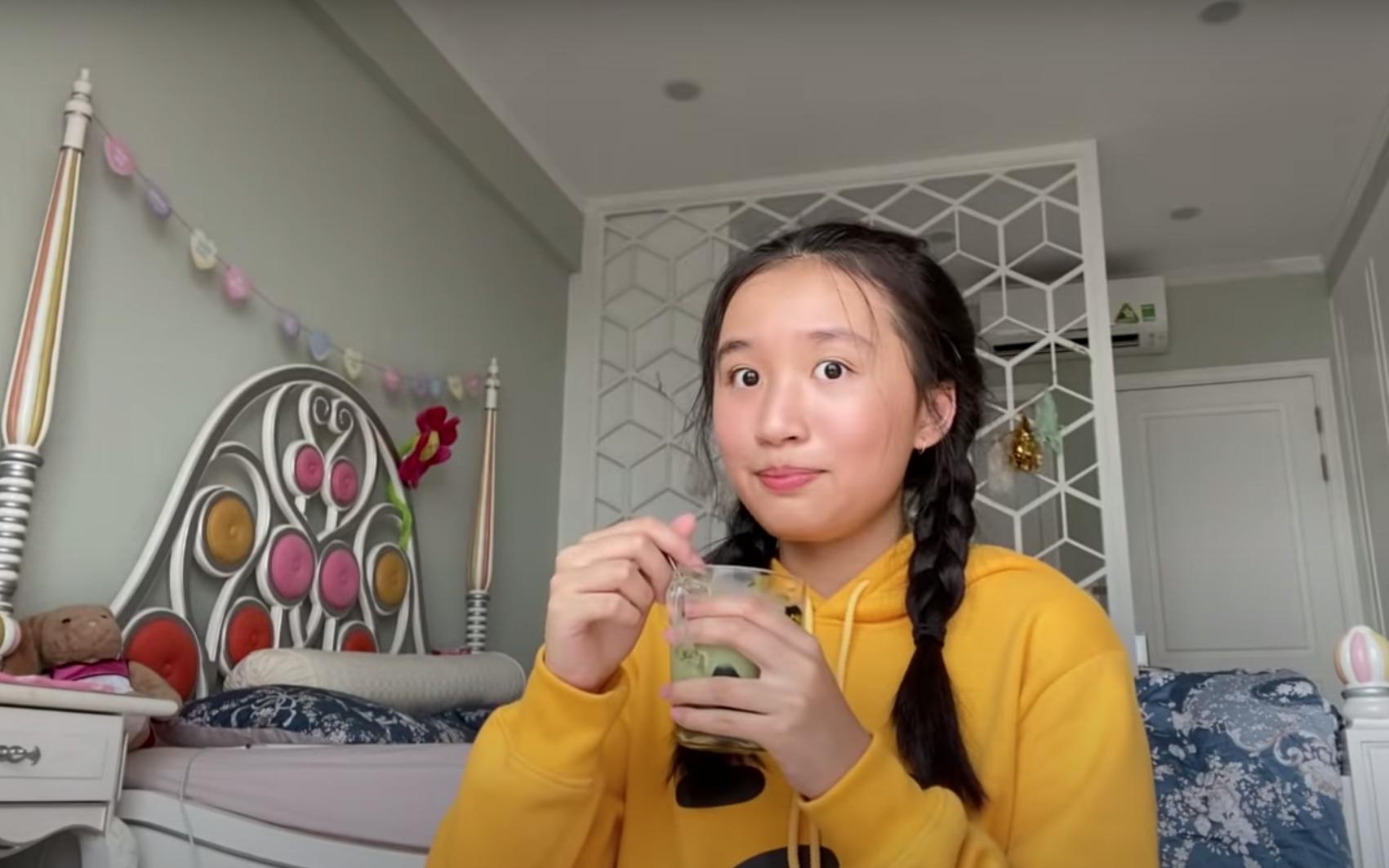 """Mặt mộc siêu xinh của Jenny Huỳnh - Youtuber 15 tuổi """"quá là sến"""" đang được dân mạng rất cưng"""