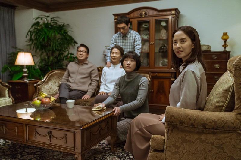Kẻ Đột Nhập: Mợ ngố Song Ji Hyo lên gân tâm lý cực căng nhưng mạch phim đuôi chuột làm người xem hơi hẫng nhẹ - Ảnh 4.