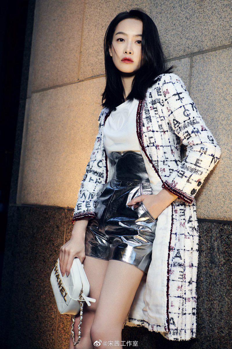 Cùng diện váy Chanel, Yoona đẹp hơn mẫu hãng còn Tống Thiến lại lên đồ theo cách chẳng ai ngờ - Ảnh 5.