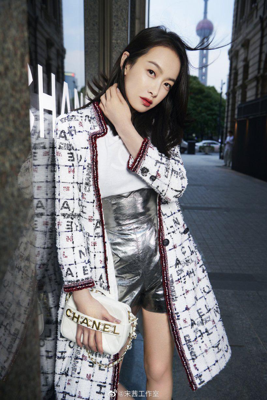Cùng diện váy Chanel, Yoona đẹp hơn mẫu hãng còn Tống Thiến lại lên đồ theo cách chẳng ai ngờ - Ảnh 4.