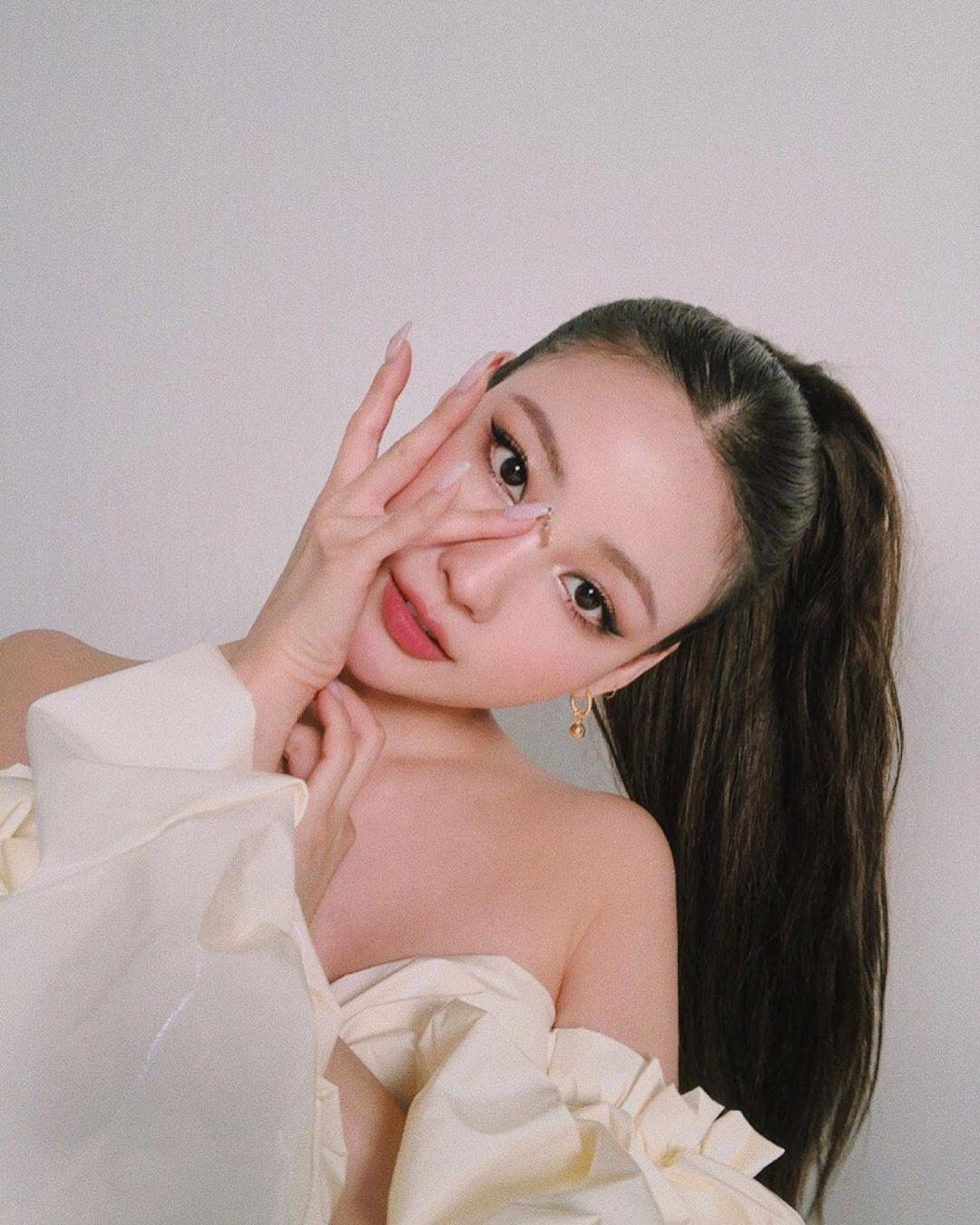 Thật khó tin: Jennie bỗng nhiên có chị em sinh đôi chỉ sau dăm phút makeup  của Risabae